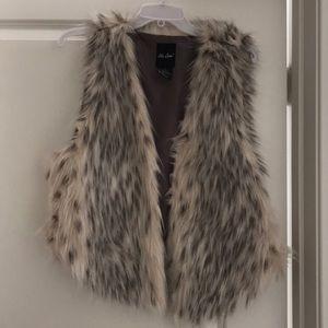 Me Jane faux fur vest!
